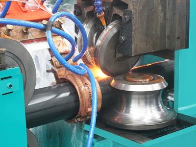 专注高频焊管行业30年,  20年高频焊管设备制造与服务经验,  金宇杰机电是正规注册机构,营业执照齐全、工商备案完整,销售有发票。在业内享有优良的信誉与口碑。
