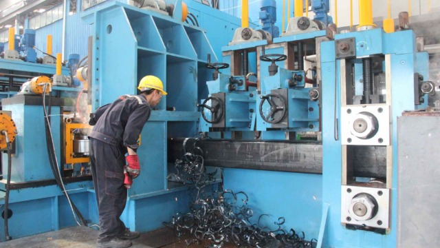 焊管机械设备焊接过程易出现火花飞溅是什么原因